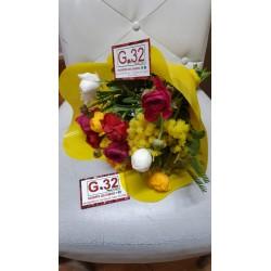 Bouquet di mimose e ranuncoli