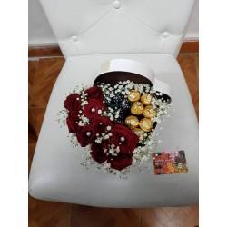 Cuore rose e cioccolatini