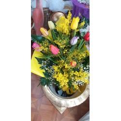 Bouquet di mimose e tulipani